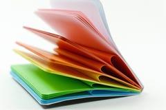 Notizbuch mit farbigen Blättern Stockbilder