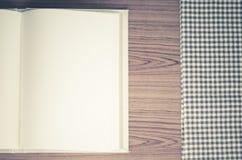 Notizbuch mit kichen Tuch Stockbild