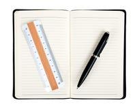 Notizbuch mit Stift und Regel Stockbilder