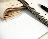 Notizbuch, Stift und Zeitung #2 Stockfotos