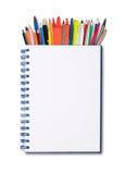 Notizbuch, Stifte und Bleistifte Stockfoto