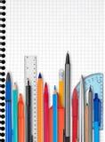 Notizbuch, Stifte und Bleistifte Lizenzfreies Stockfoto