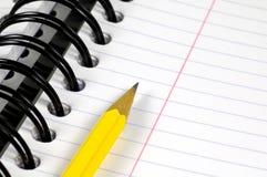 Notizbuch und Bleistift lizenzfreies stockfoto