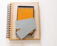 Notizbuch und Bleistifte Stockbild