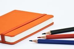 Notizbuch und Bleistifte Lizenzfreie Stockbilder
