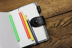 Notizbuch und Bleistifte Stockbilder