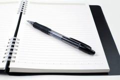 Notizbuch und Feder Lizenzfreies Stockfoto