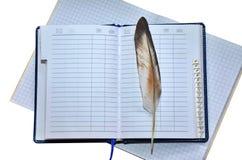 Notizbuch und Feder stock abbildung
