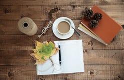 Notizbuch und Kaffee Stockbilder