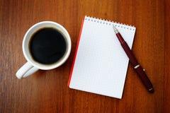Notizbuch und Kaffee Lizenzfreie Stockbilder