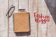 Notizbuch und weiblicher Cosmetology für Blog Stockfotos