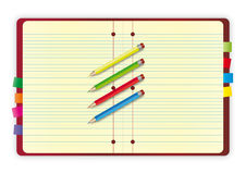 Notizbuchauslegung mit Bleistiften stockfotos