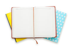 Notizbuchstapel auf weißem Hintergrund Lizenzfreies Stockfoto