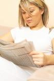 Notizie della lettura Fotografie Stock Libere da Diritti