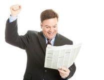 Notizie leggenti dell'uomo d'affari buone Fotografia Stock Libera da Diritti