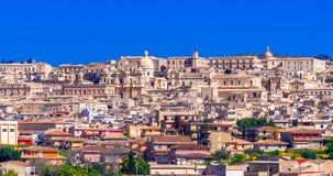 Noto, остров Сицилии, Италия: Панорамный вид городка Noto барочного в Сицил стоковое изображение rf