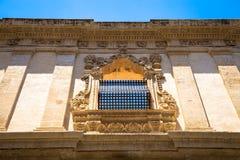NOTO, ITALIA - diseño tradicional de la ventana en el cierre t del monasterio Fotos de archivo libres de regalías