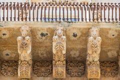 NOTO ITALIEN - detalj av den barocka balkongen, 1750 Arkivbilder