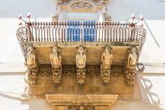 NOTO ITALIEN - detalj av den barocka balkongen, 1750 Arkivfoton