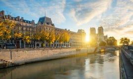 Notre κυρία de Παρίσι και ποταμός του Σηκουάνα στο Παρίσι, Γαλλία Στοκ φωτογραφίες με δικαίωμα ελεύθερης χρήσης