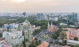 Notre Damae amd Katedralny centrum miasta w zmierzchu Obraz Royalty Free