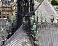 Notre Damae iglica, los angeles Fleche i dachy przed ogieniem, Widok ewangeli?ci i aposto?owie Paris france obrazy stock