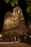 Notre Damae katedra w Paryż nocą Fotografia Stock