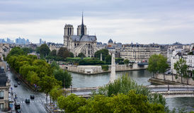 Notre Damae katedra widzieć od Institut Du Monde Arabe, Paryż fotografia royalty free