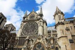 Notre Damae Paryski Francja z gargulecami obrazy royalty free
