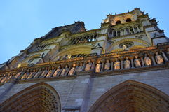 Notre Dame在巴黎在夜之前 免版税图库摄影
