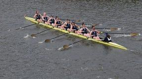 Notre Dame大学在查尔斯赛船会妇女的冠军Eights头赛跑  免版税图库摄影