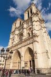 Notre Dame的,著名天主教,旅游业地标人们在巴黎法国 库存照片