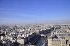 从Notre Dame的巴黎视图在巴黎,法国 库存照片