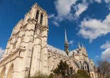 Notre Dame,著名天主教,旅游业地标在巴黎法国 免版税库存照片