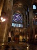 在巴黎圣母院里面 免版税库存图片