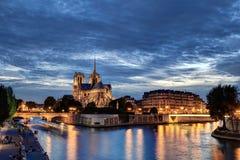Notre-Dame all'ora blu Fotografia Stock Libera da Diritti