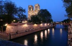Notre Dame alla notte Fotografia Stock Libera da Diritti