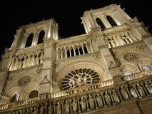 Notre Dame alla notte Fotografie Stock Libere da Diritti