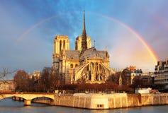 Notre Dame avec l'arc-en-ciel, Paris image libre de droits