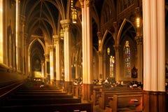 Notre Dame Basilica med söndag dyrkare Fotografering för Bildbyråer