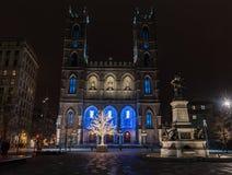 Notre-Dame bazylika Zaświecająca Up przy nocą - Montreal, Quebec obrazy stock