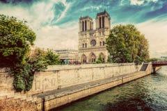 Notre Dame Cathedral à Paris, France et la Seine cru Photographie stock libre de droits