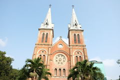 Notre Dame Cathedral Basilica av Saigon som kallas Nha Tho Duc Ba i vietnames Arkivbilder