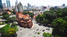 Notre Dame Cathedral (Basilika Saigon Notre-Dame) gelegen im Stadtzentrum von Ho Chi Minh City stock video footage