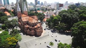 Notre Dame Cathedral (Basilika Saigon Notre-Dame) gelegen im Stadtzentrum von Ho Chi Minh City stock footage
