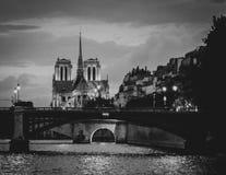 Notre Dame Cathedral Black et blanc avec le grain photo stock
