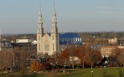 Notre Dame Cathedral en la opinión de Ottawa de la colina del parlamento Foto de archivo libre de regalías