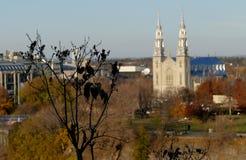 Notre Dame Cathedral en la opinión de Ottawa de la colina del parlamento Fotografía de archivo libre de regalías