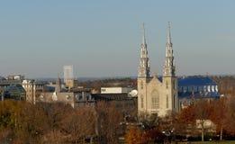 Notre Dame Cathedral en la opinión de Ottawa de la colina del parlamento Imágenes de archivo libres de regalías