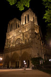 Notre Dame Cathedral i Paris vid natt Arkivbild